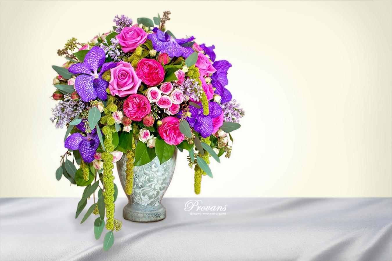 Цветочная композиция в вазе. Орхидея, сирень, пионовидная роза, амарантус
