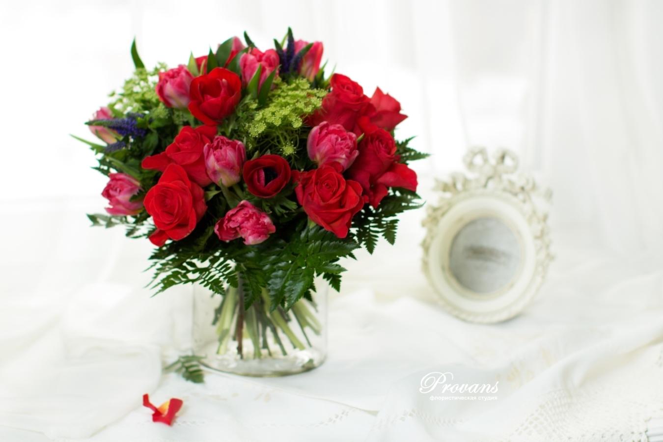 Букет на день рождения. Тюльпаны, анемоны, розы