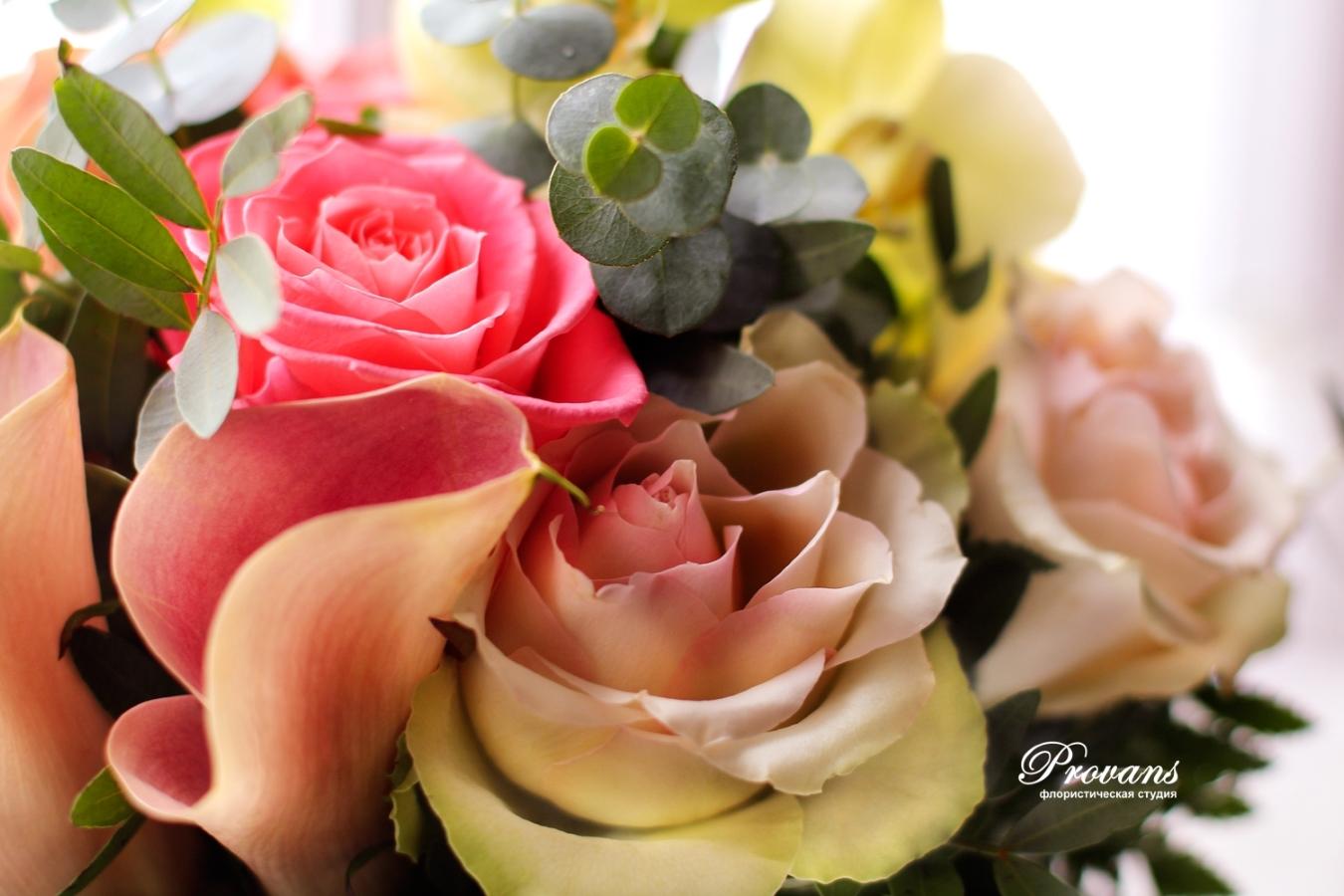 Букет невесты. Каллы, розы, орхидея. приглушенный коралловый