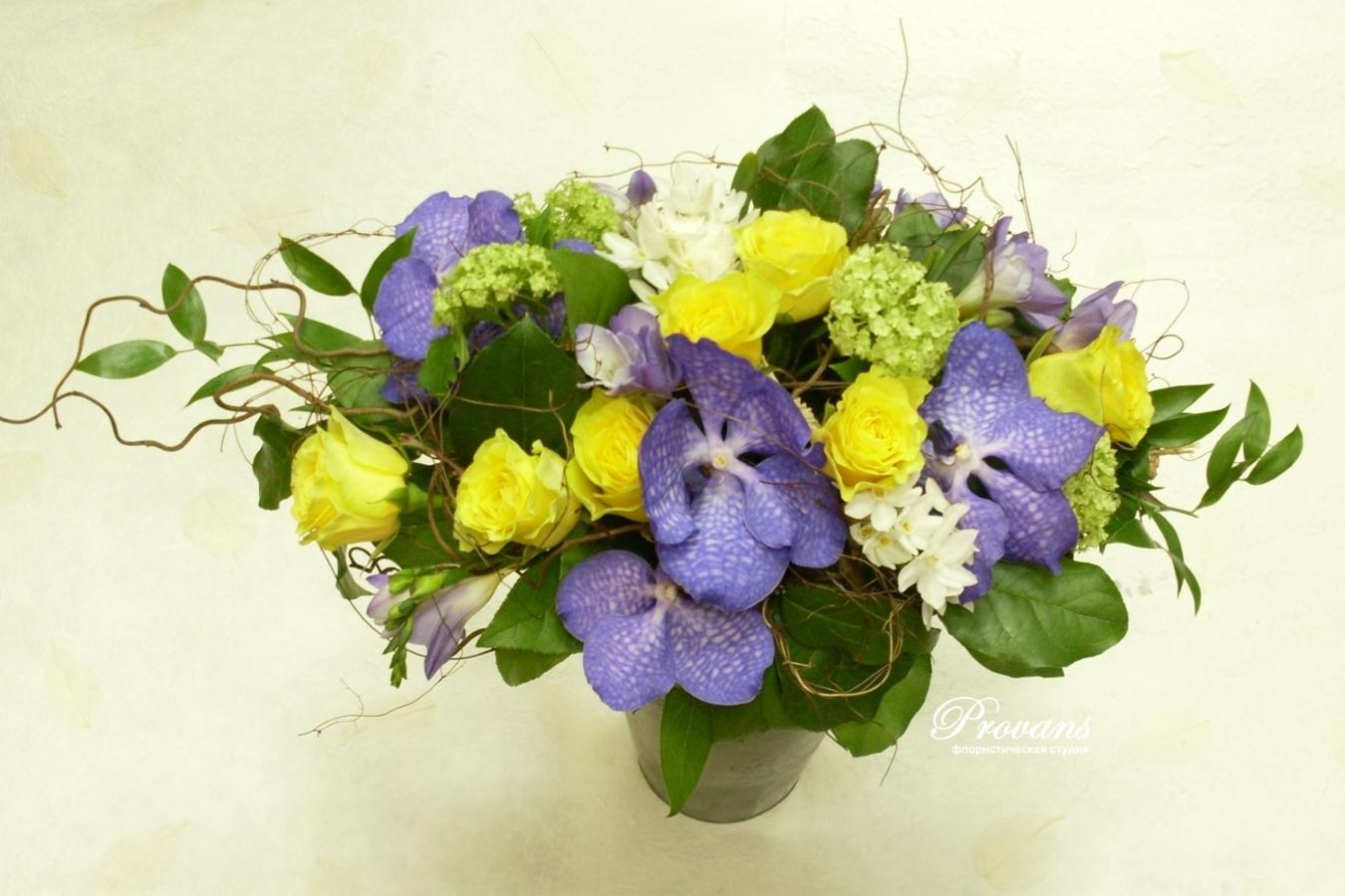 Букет на юбилей. Орхидея, розы, фрезия, нарциссы