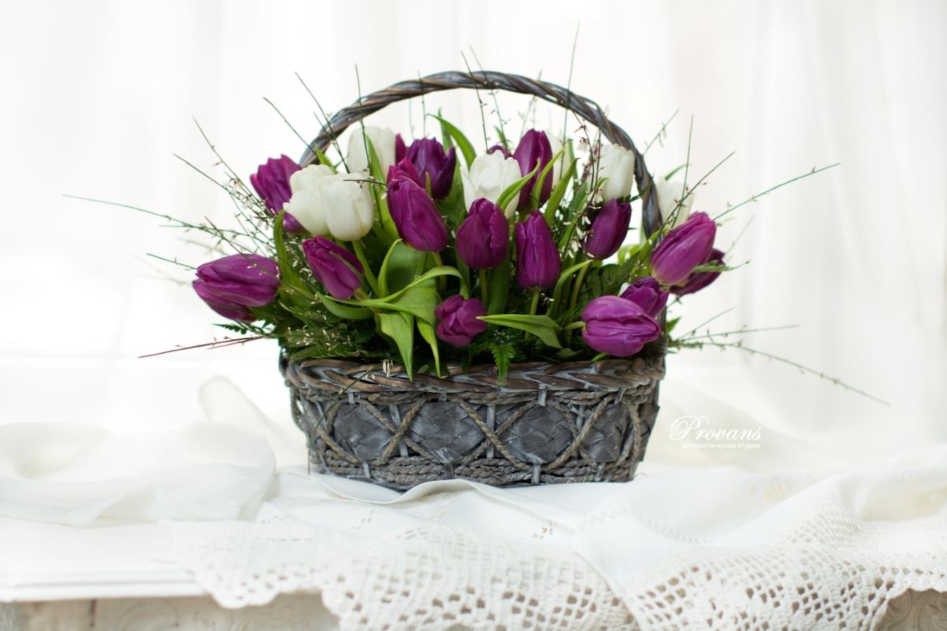 Корзина с цветами. Тюльпаны