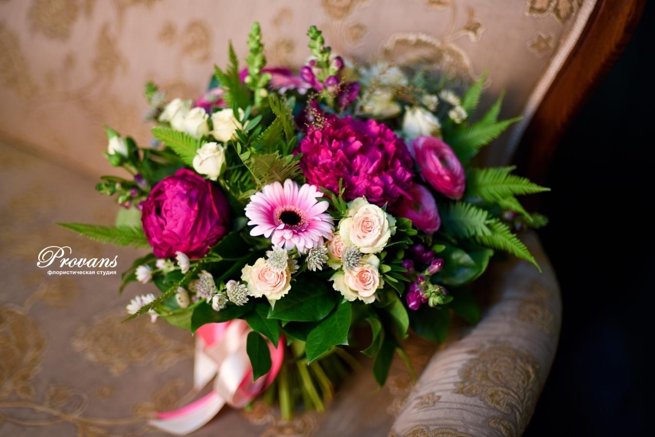 Букет на день рождения. Розы, пионы, герберы, лютики, матиола