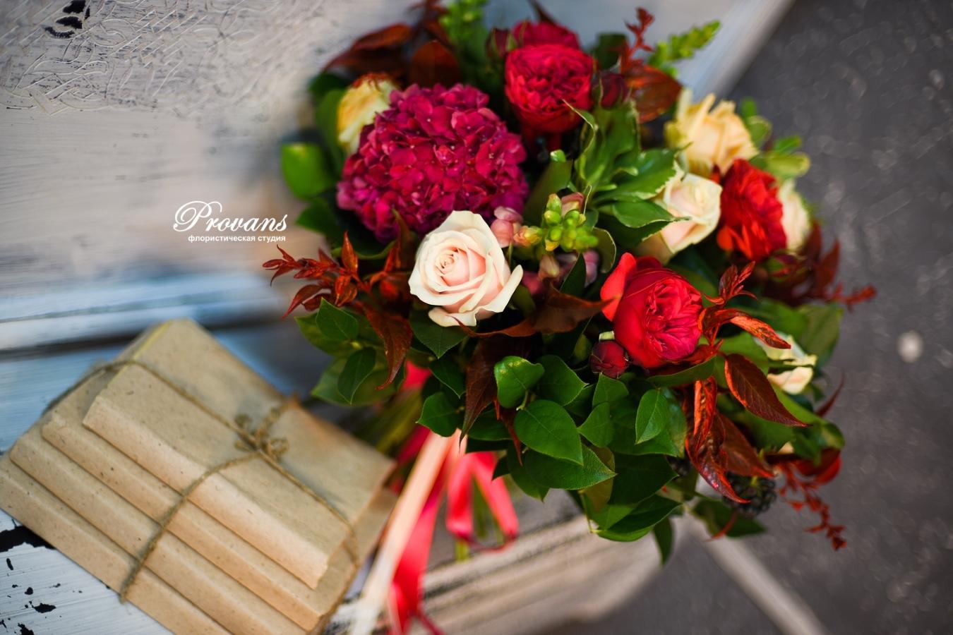 Букет на юбилей. Пионовидные розы, гортензия