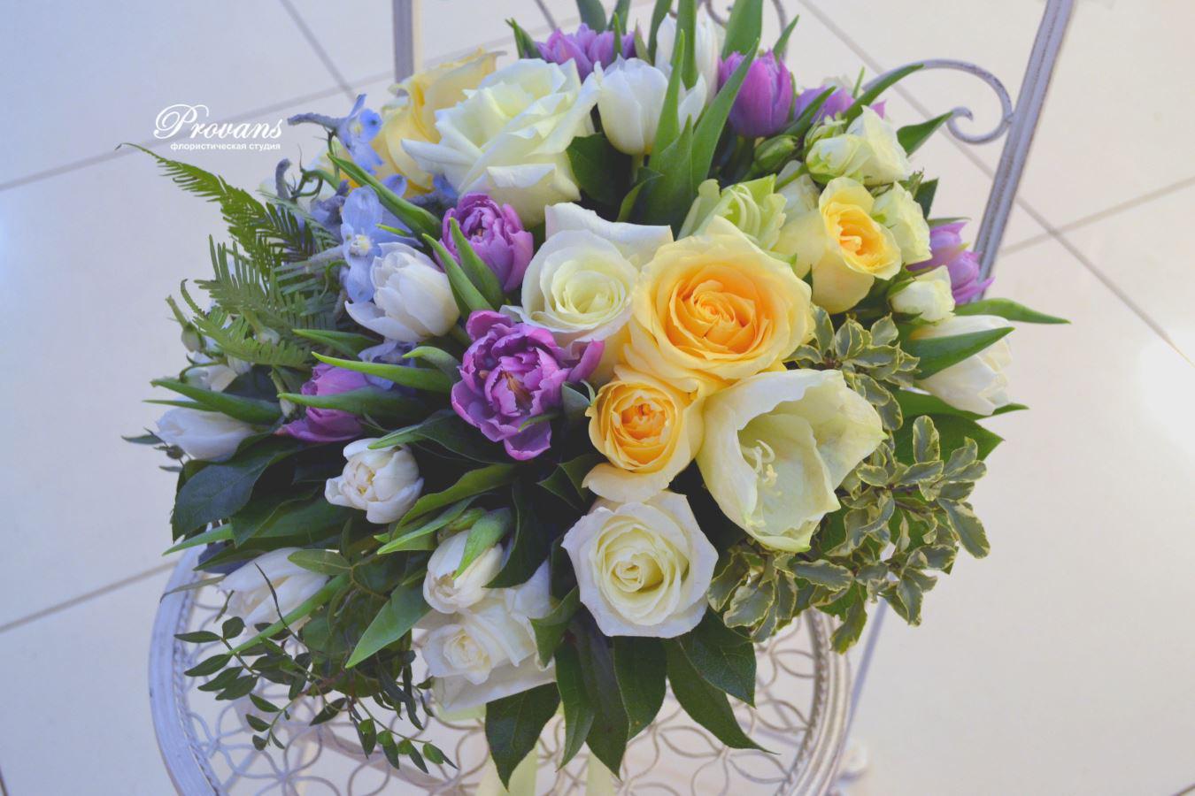Букет на день рождения. Белые розы, тюльпаны, амариллис
