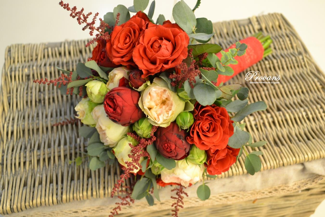 Свадебный букет. Алые розы - символ любви