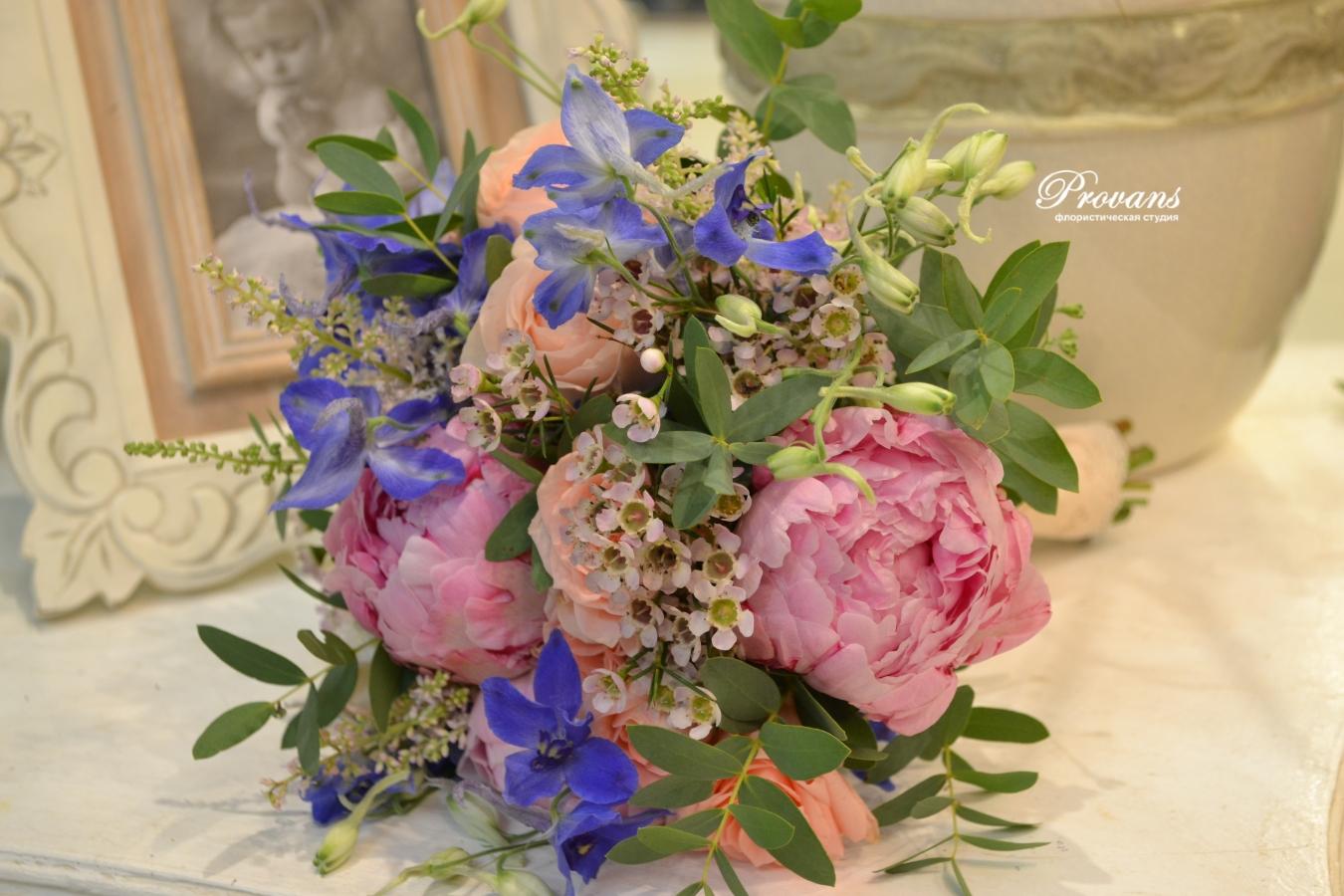 Свадебный букет. Пионы, розы, дельфиниум