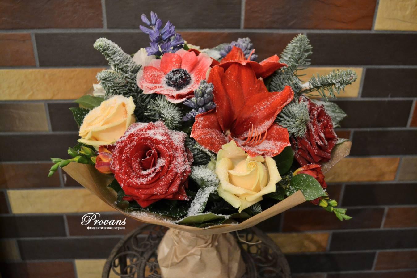 Зимний букет со снегом. Амариллис, розы, анемоны, гиацинты, фрезия