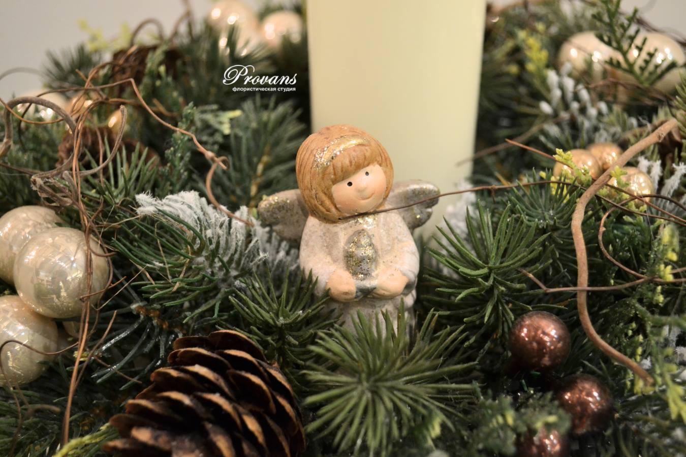 Композиция на новый год и рождество Лесной ангел. Искусственная ель