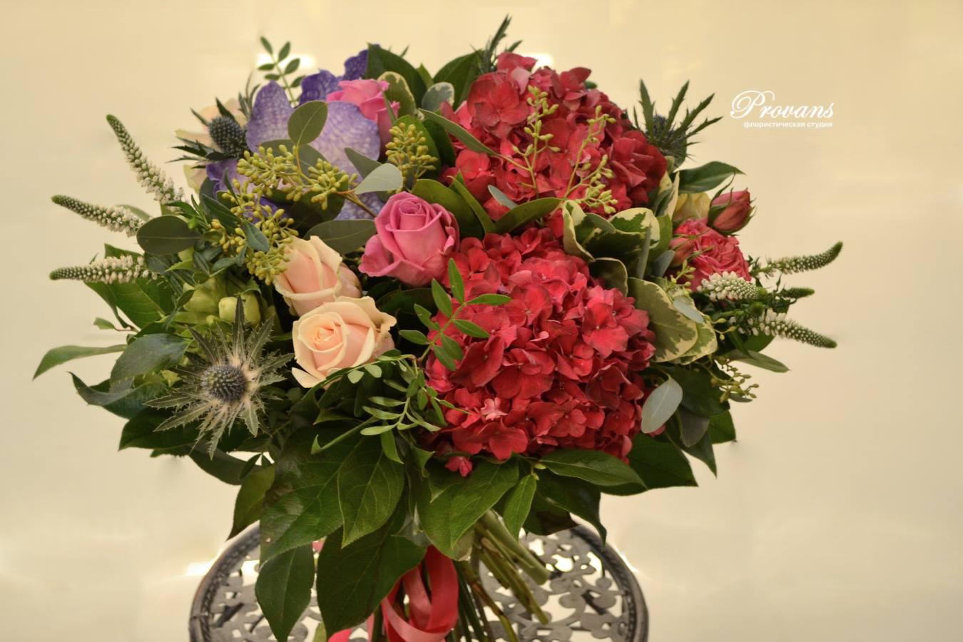 Бизнес букет. Гортензия, розы, орхидея