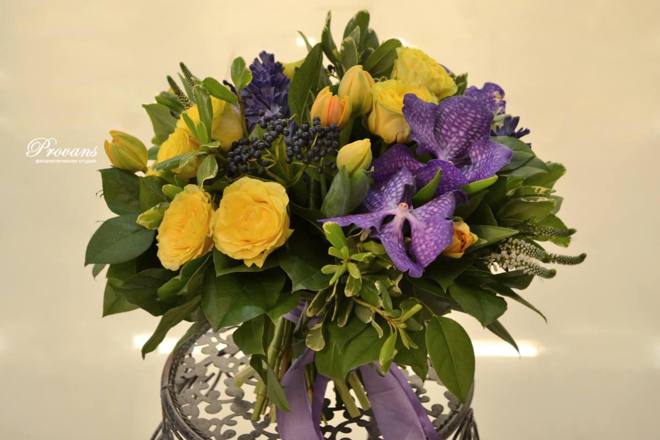 Букет на юбилей. Орхидея, розы, тюльпаны