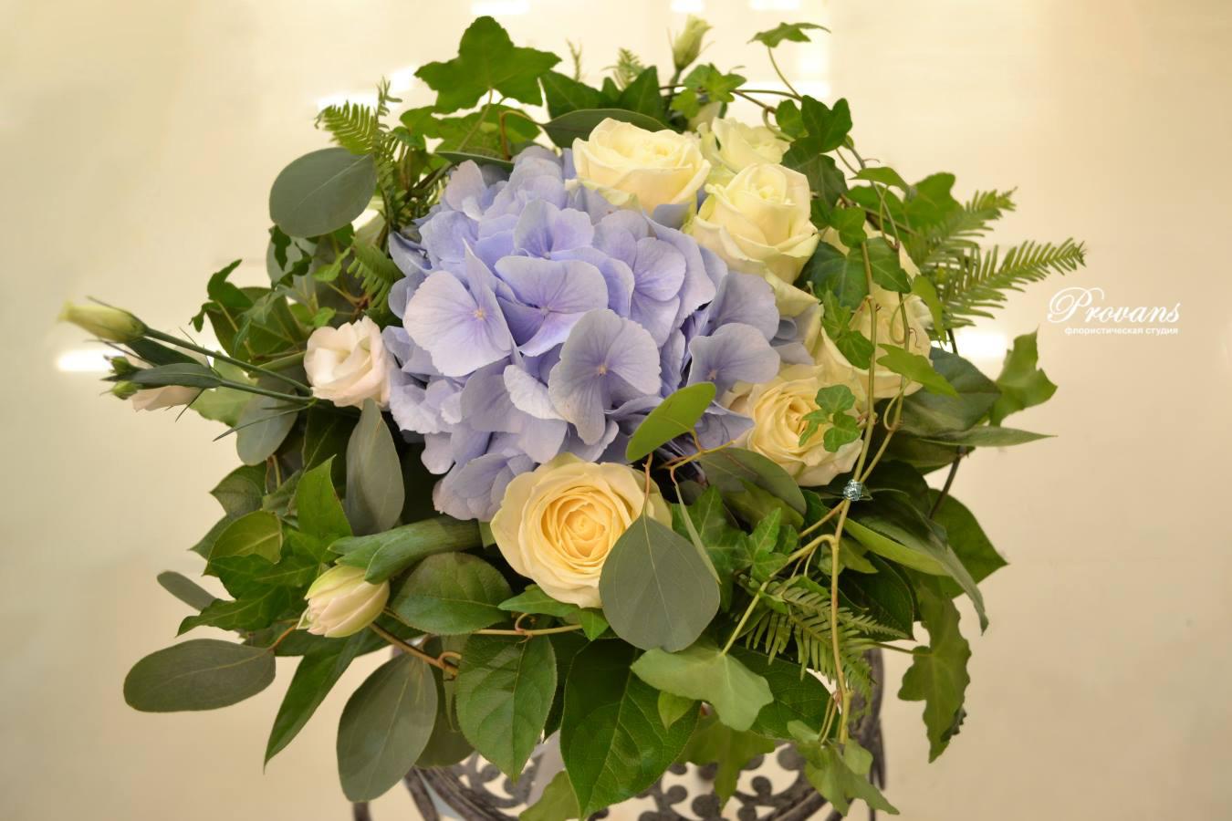 Букет на день рождения. Розы, гортензия, тюльпаны