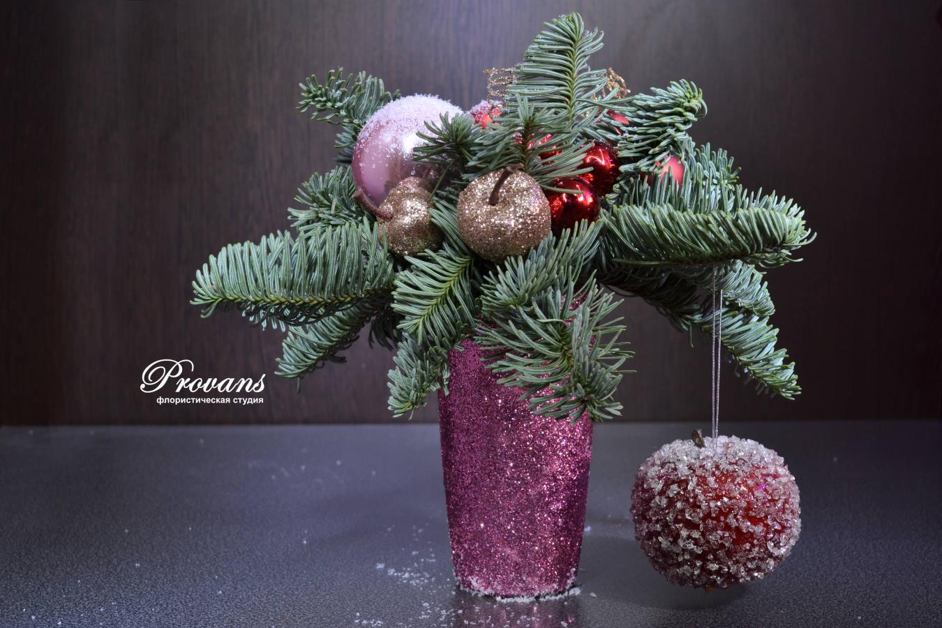 Рождественские скидки. Новогодние композиции и подарки