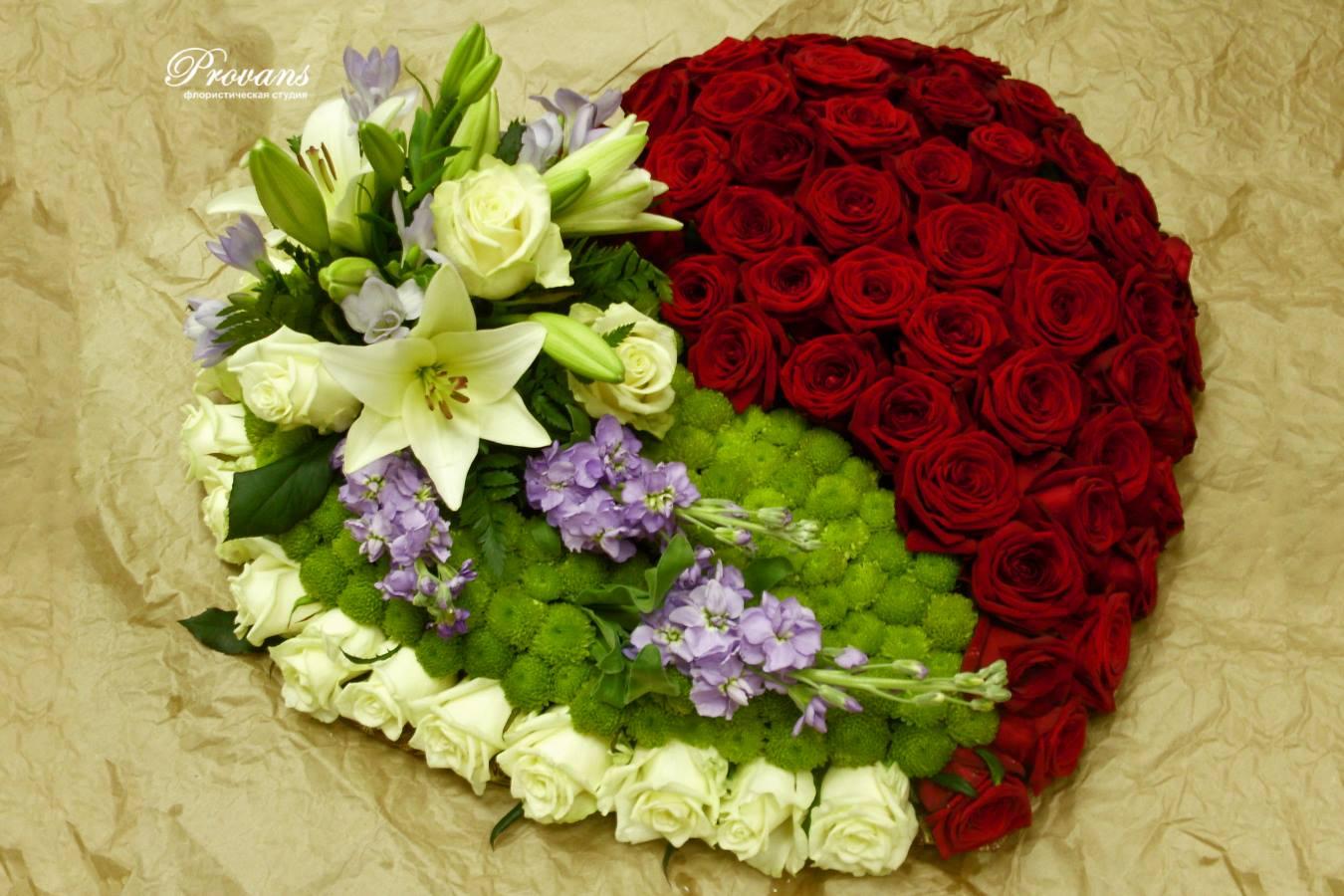 Сердце из красных роз. Признание в любви