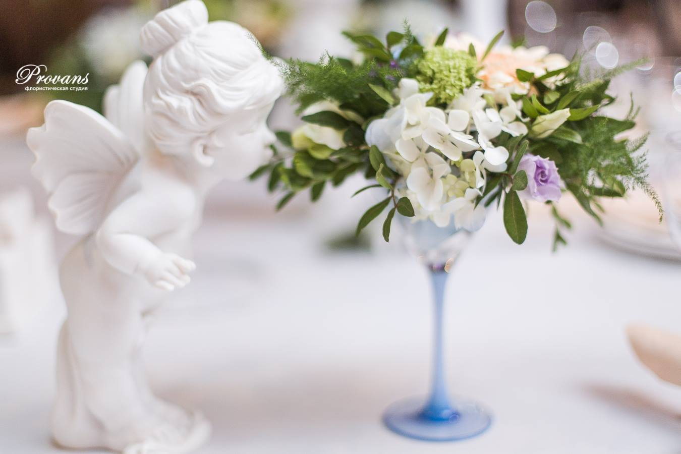 Свадебное оформление банкетного зала. Ангелочек. Композиция на стол молодоженам