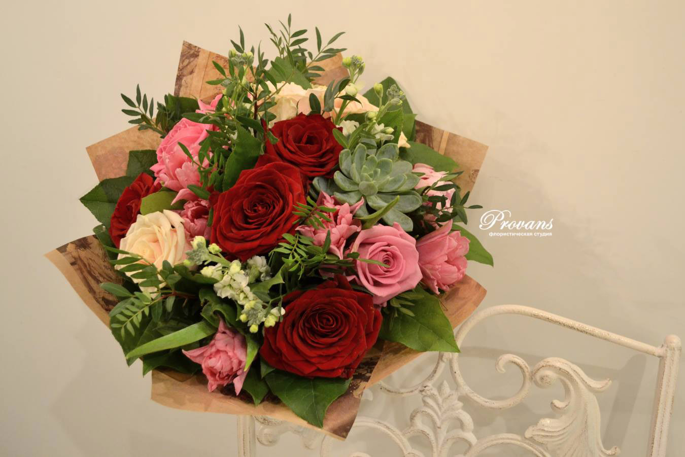 Букет на юбилей. Розы, пионы, тюльпаны