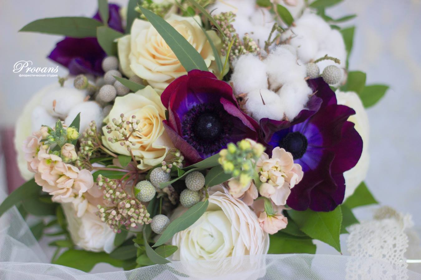 Букет невесты. Лютики, анемоны, матиола, розы