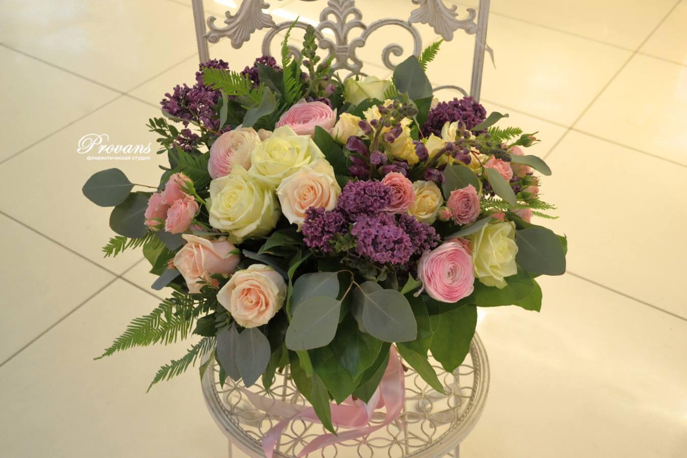 Весенний букет. Сирень, розы, лютики