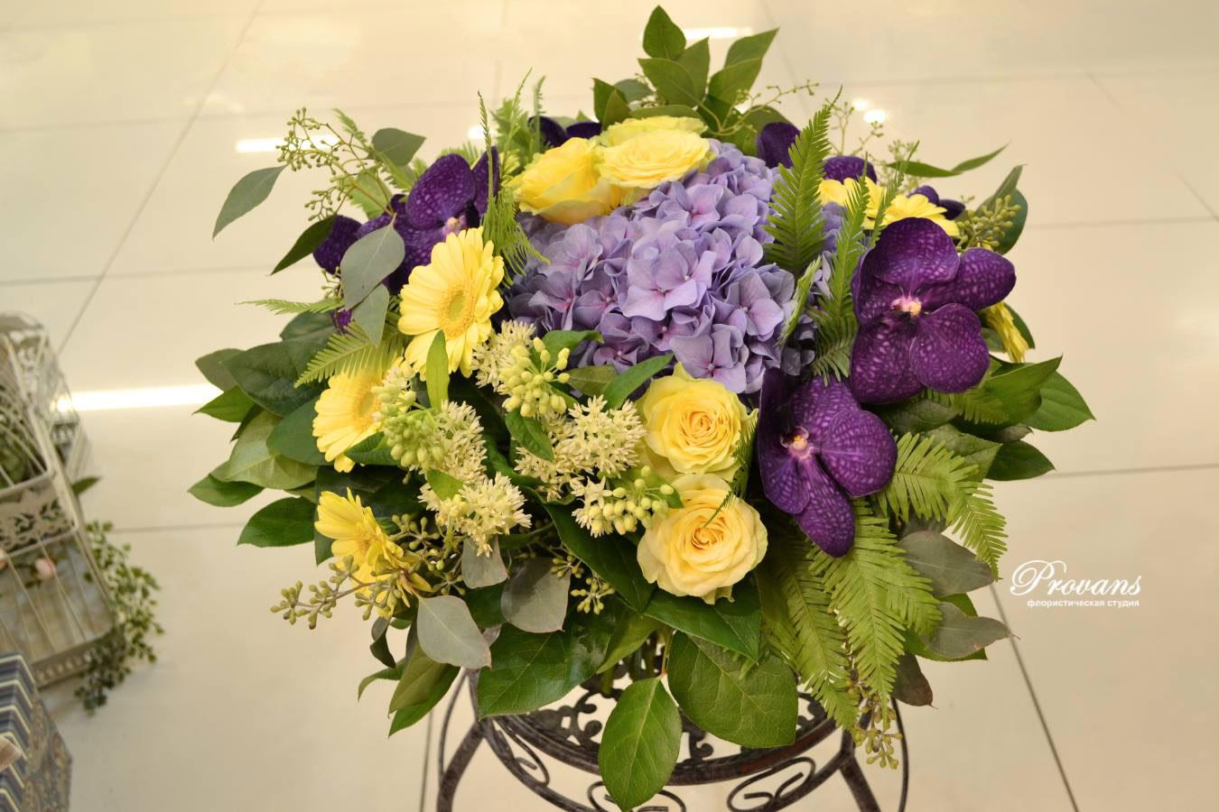 Шикарный букет. Гортензия, орхидея, розы, герберы