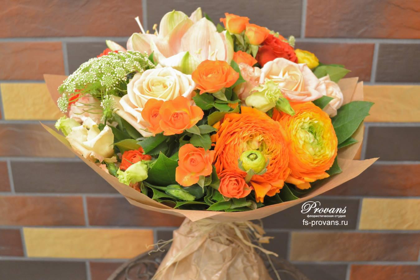 Женский букет на день рождения. Лютики, розы, амариллис