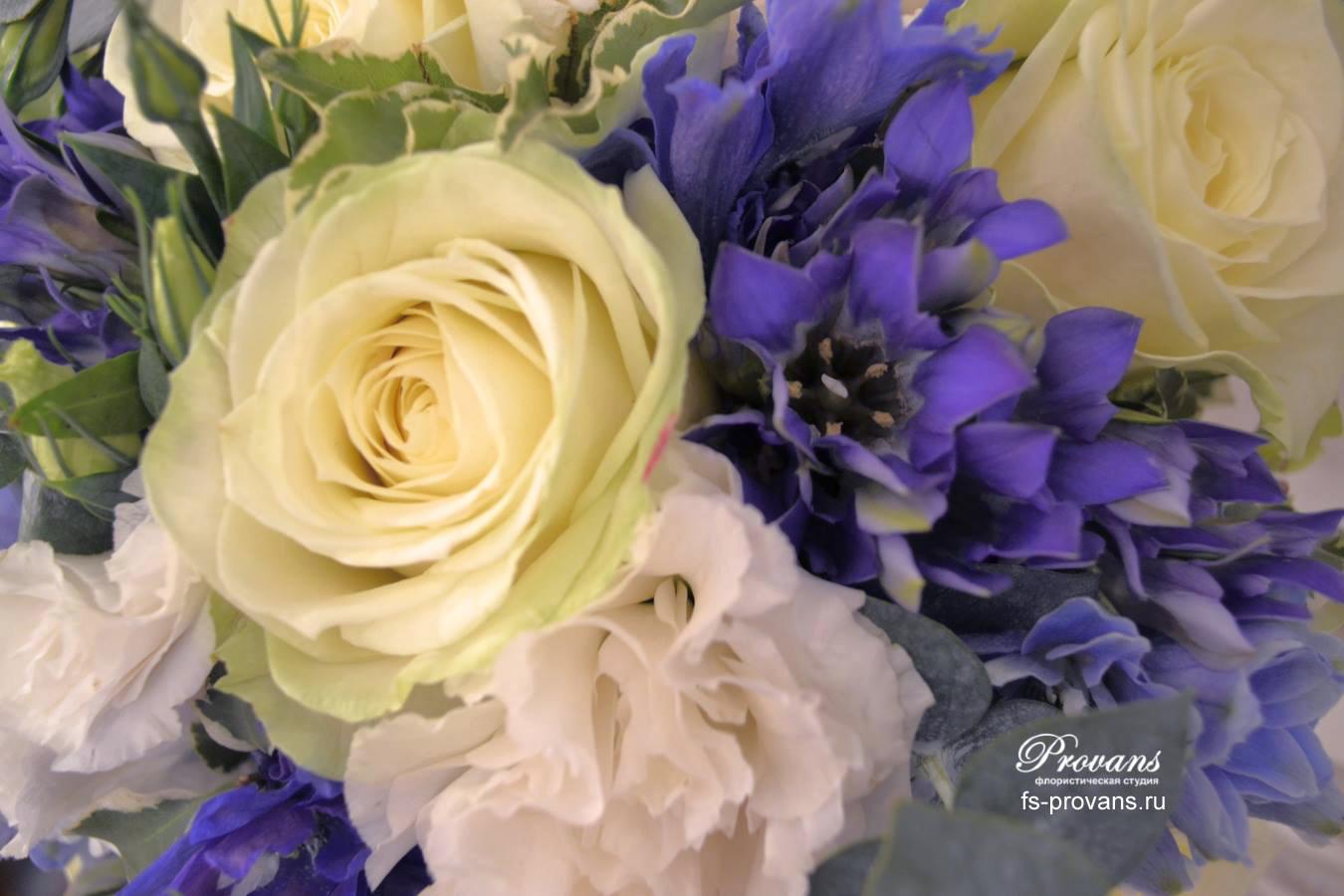 Свадебный бело-синий букет. Розы, эустома, дельфиниум