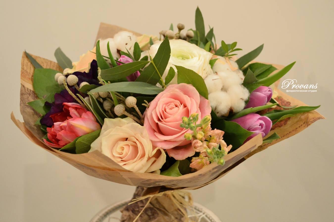 Женский букет на день рождения, лютики, тюльпаны, розы