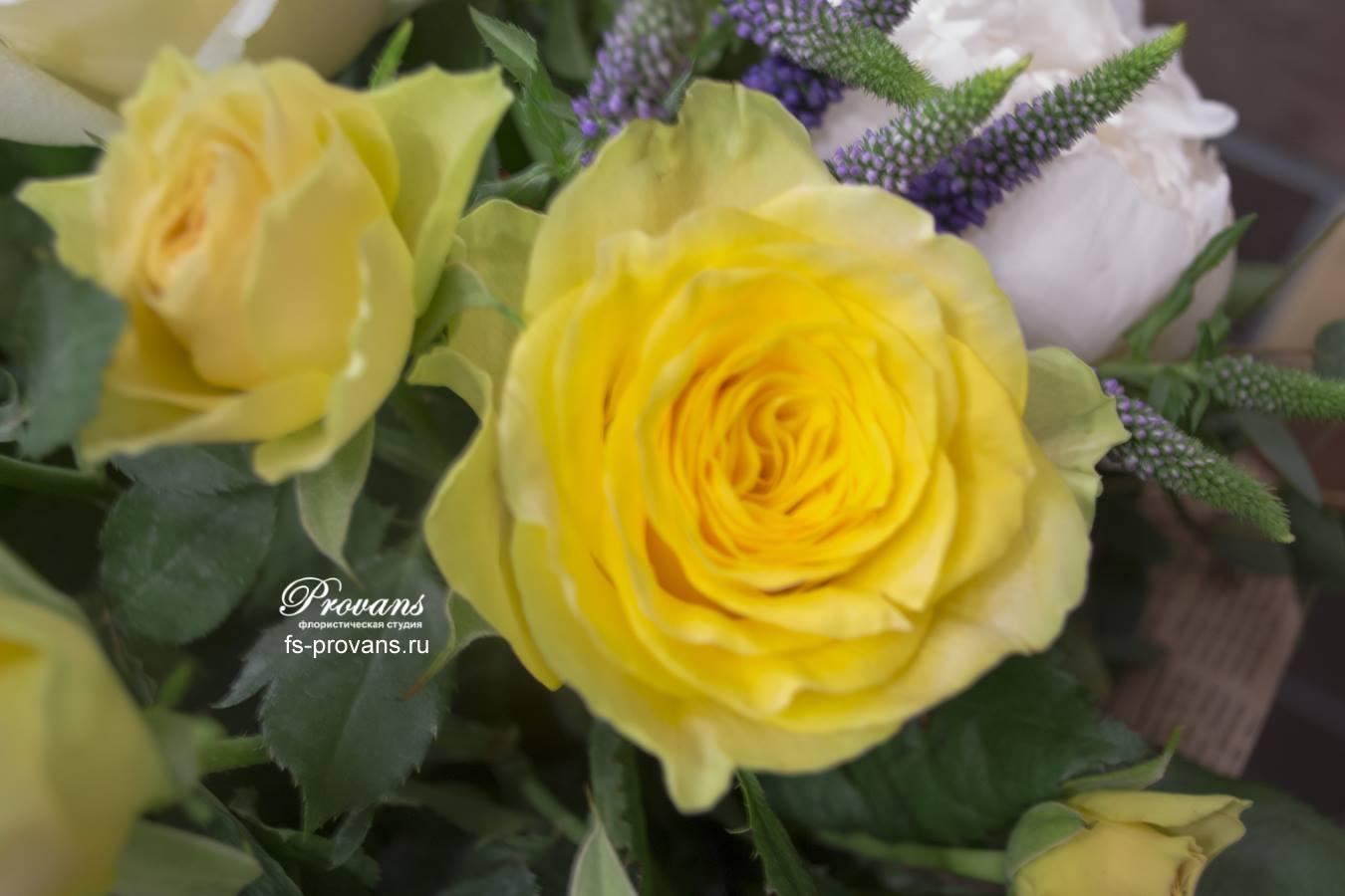Букет на день рождения. Пионы, желтые розы