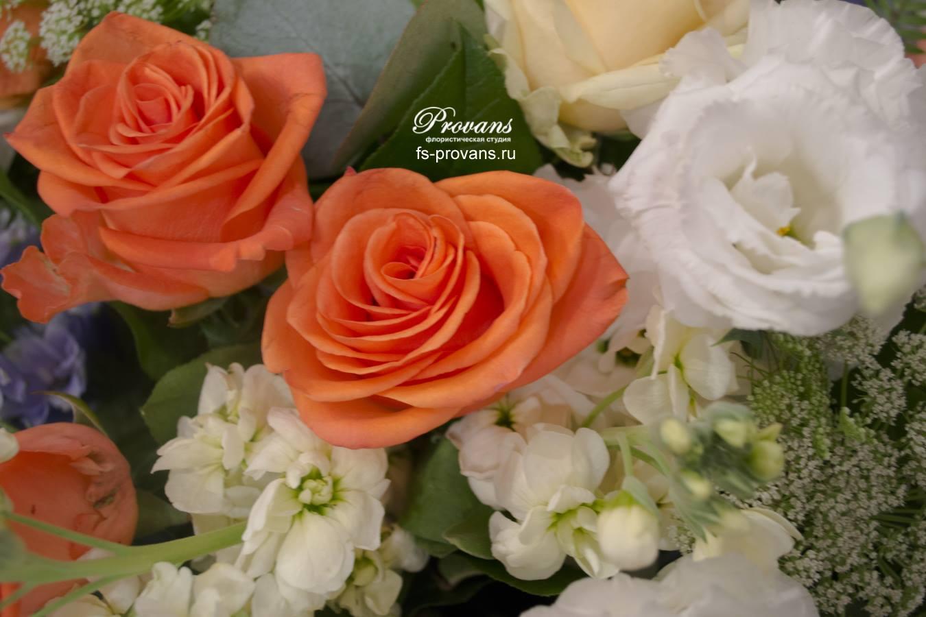 Букет на день рождения. Розы, дельфиниум, эустома, матиола