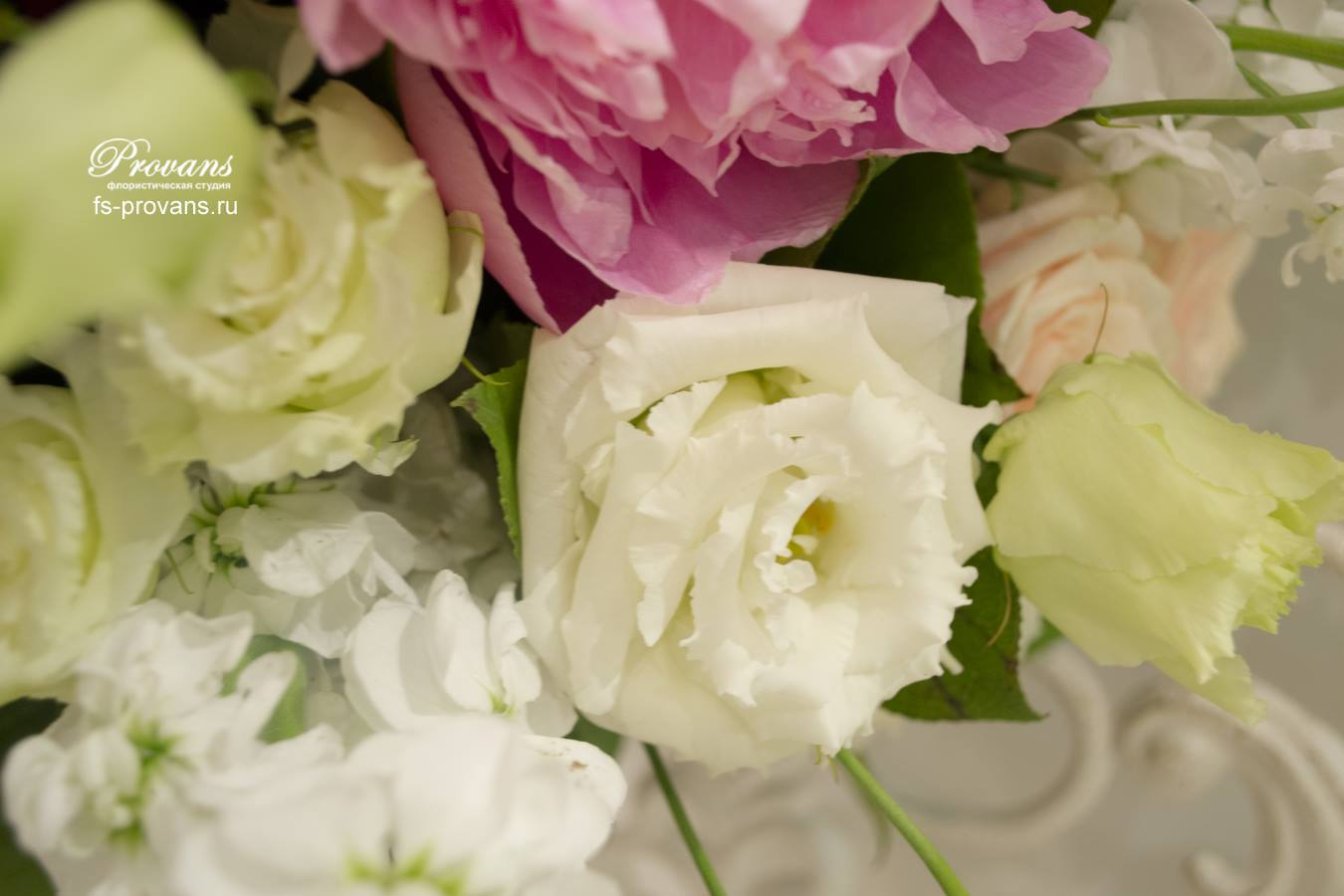Свадебный букет. Пионы, розы, клематисы