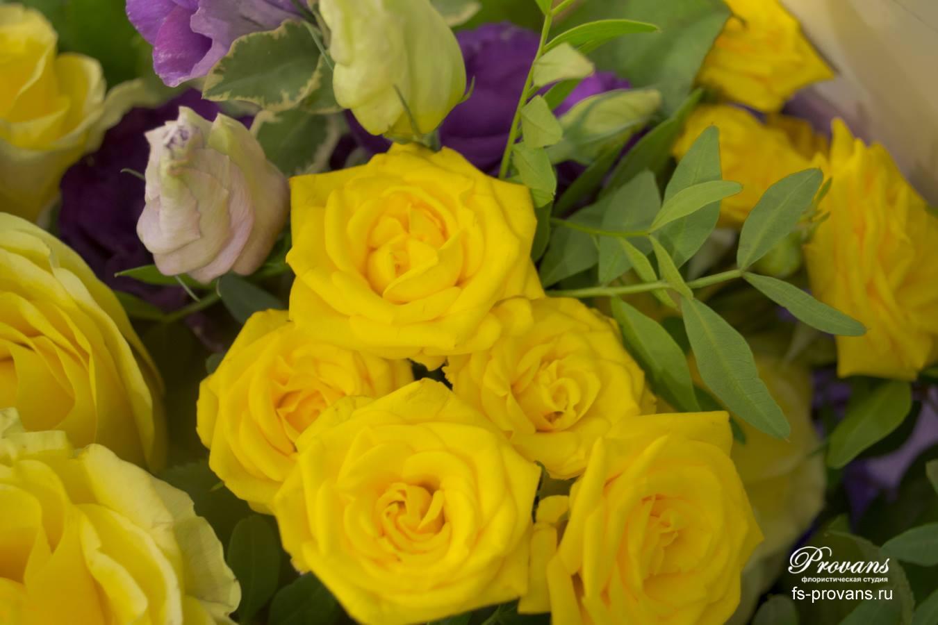 Букет на день рождения. Розы, эустома