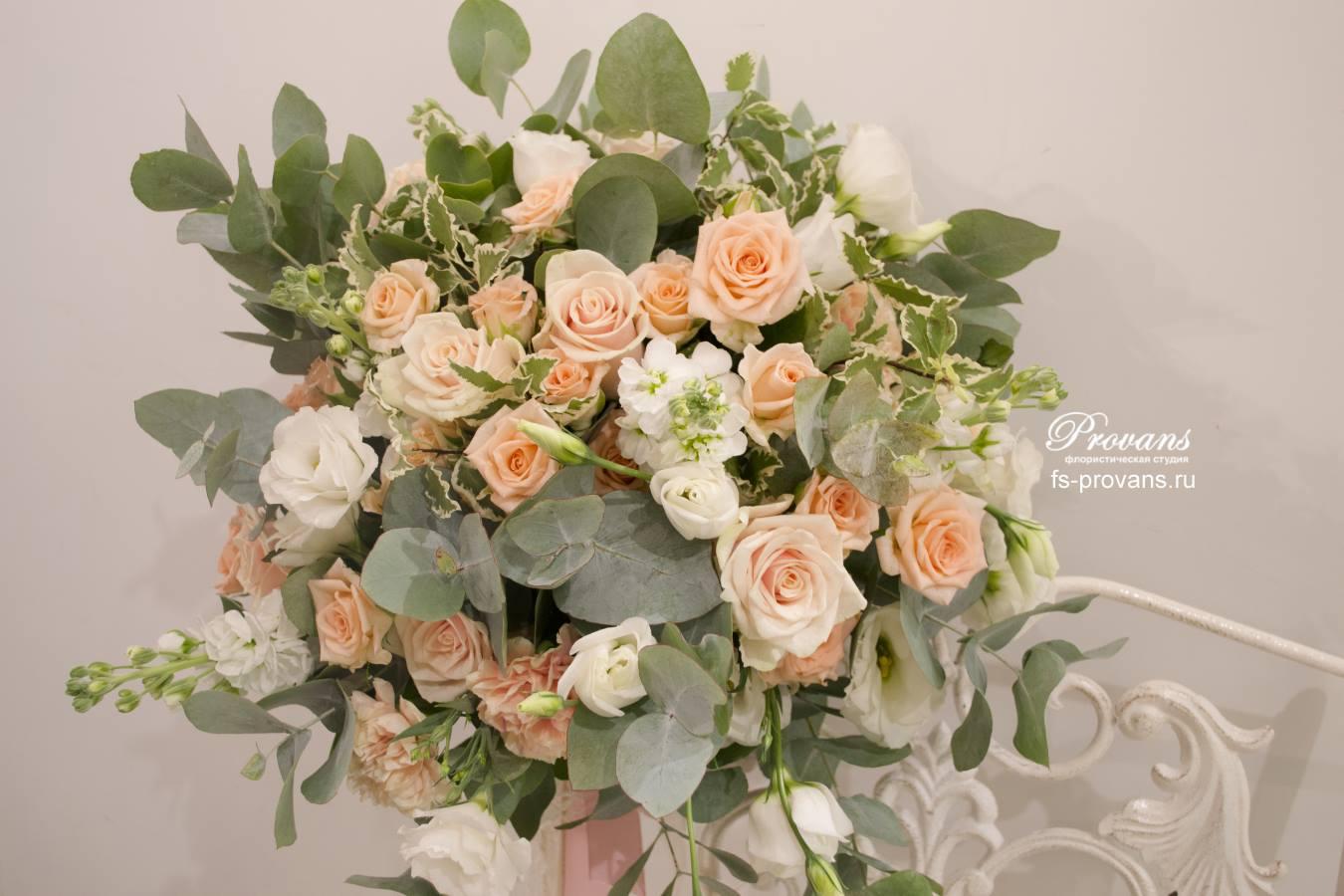 Свадебный букет. Розы, матиола, гвоздика, эустома