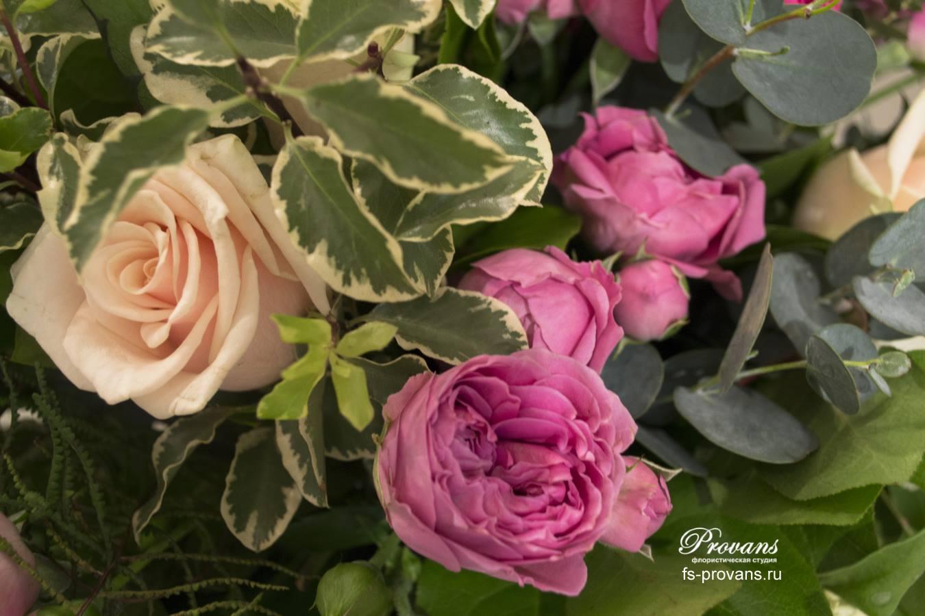 Букет на юбилей. Пионовидные розы, эустома, плоды лотоса