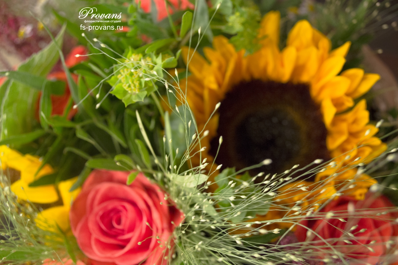 Букет осенний. Подсолнух, розы, герберы, ромашка