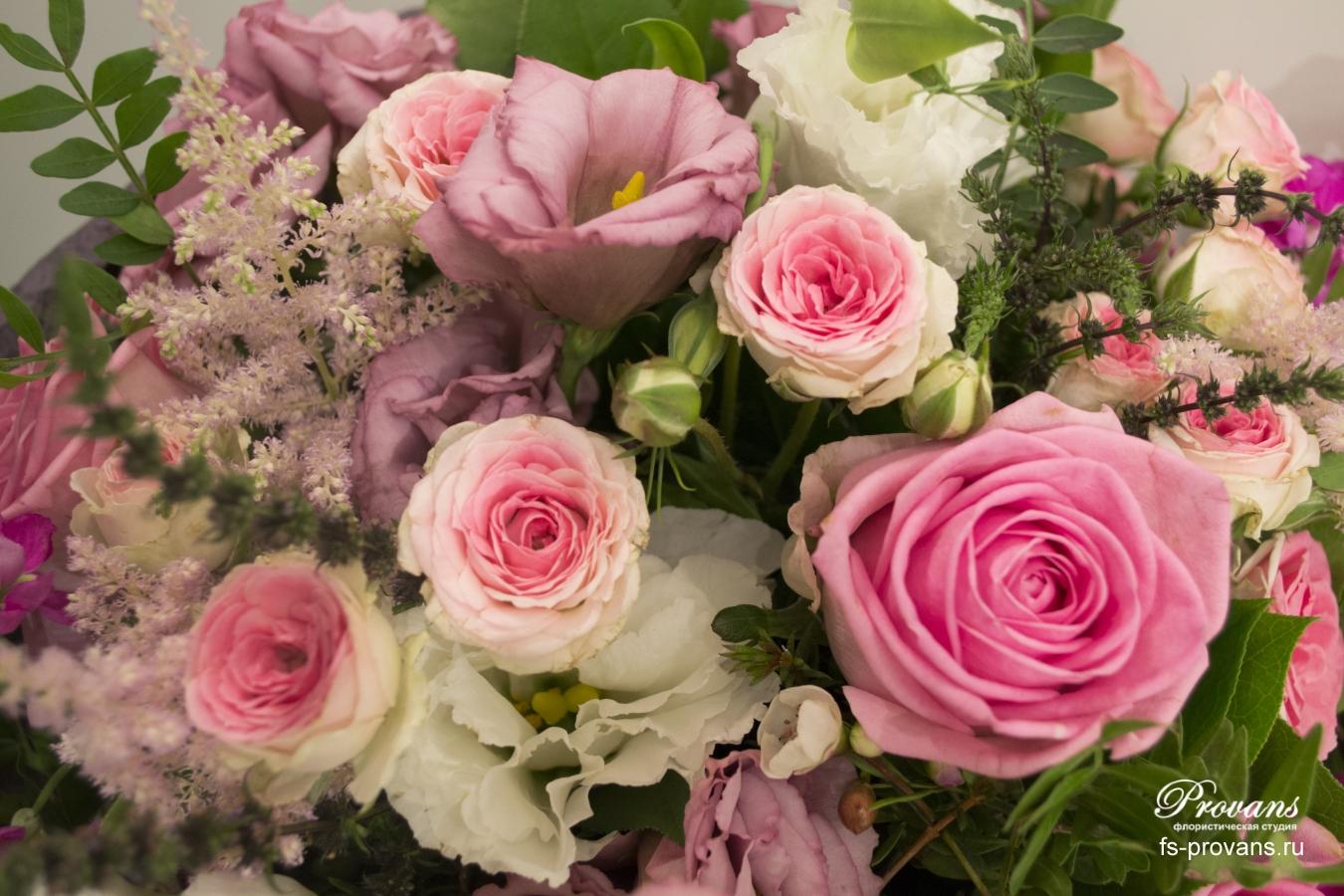 Букет на день рождения. Розы, эустома, астильба, мята