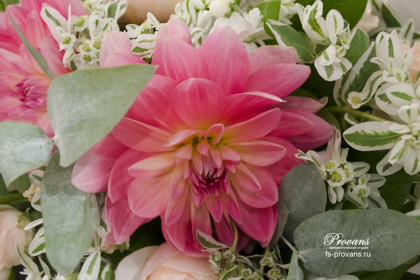 Свадебный букет. Георгины, пионовидные розы, матиола