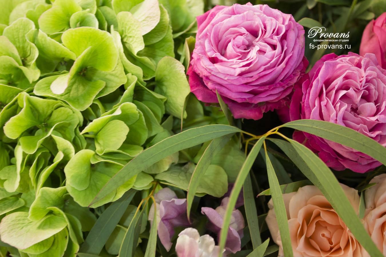 Букет на юбилей. Гортензия, пионовидные розы, хелеборус