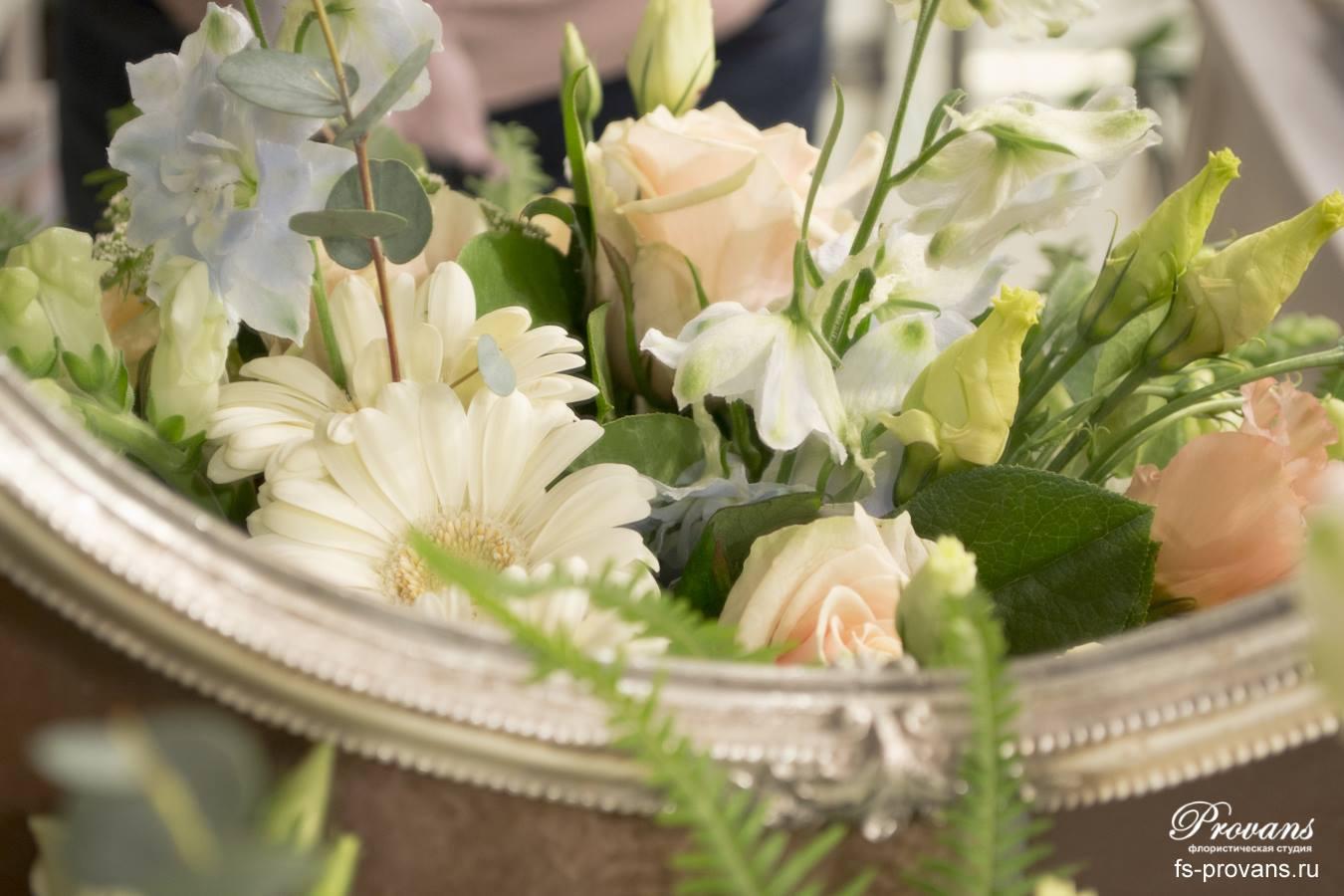 Букет на день рождения. Дельфиниум, розы, гербера
