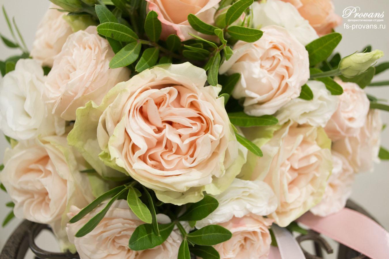 Свадебный букет. Пионовидная роза, эустома