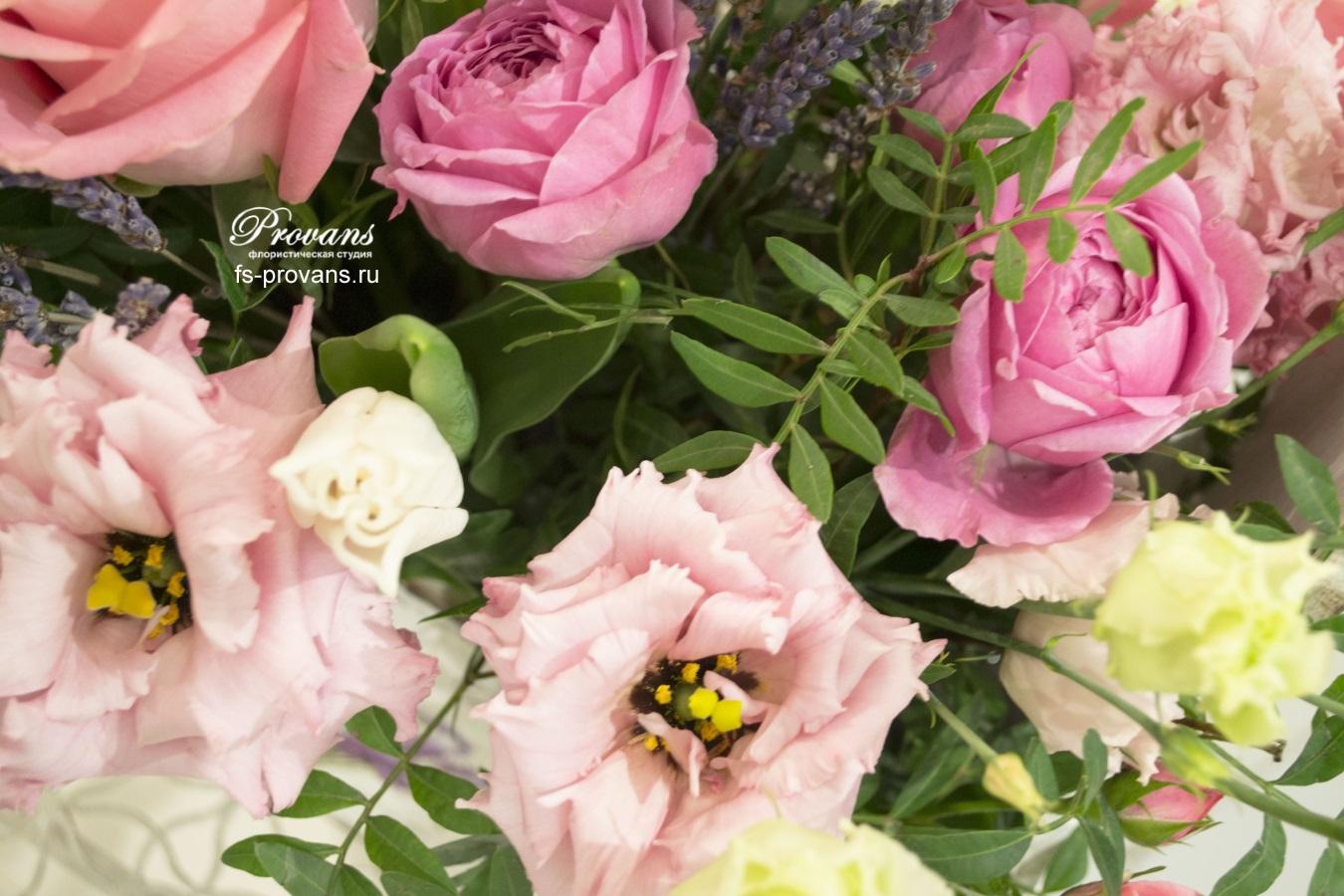 Композиция с цветами. Роза, эустома, лаванда