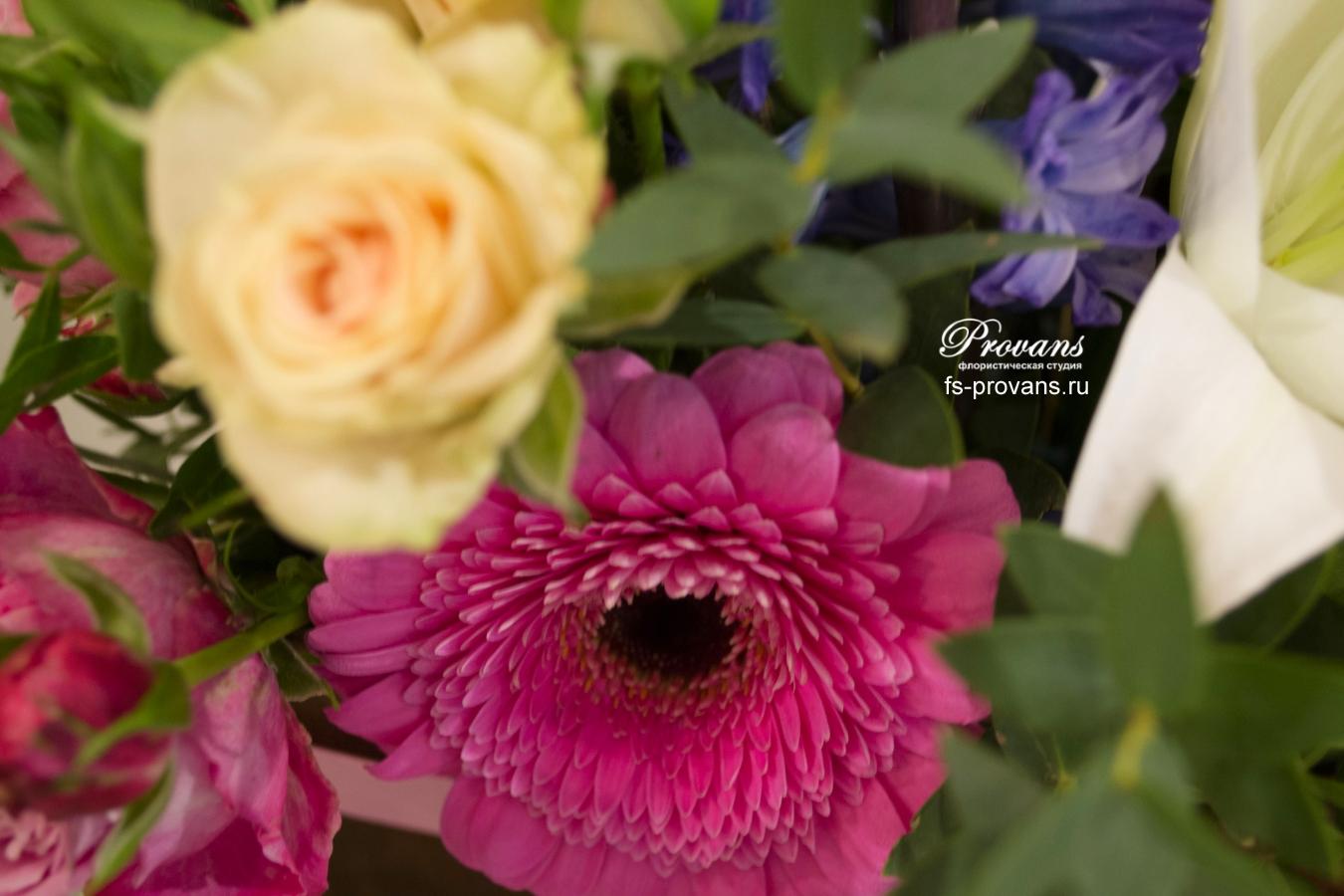 Композиция с цветами. Лилия, гербера, вероника, тюльпаны, розы, гиацинты
