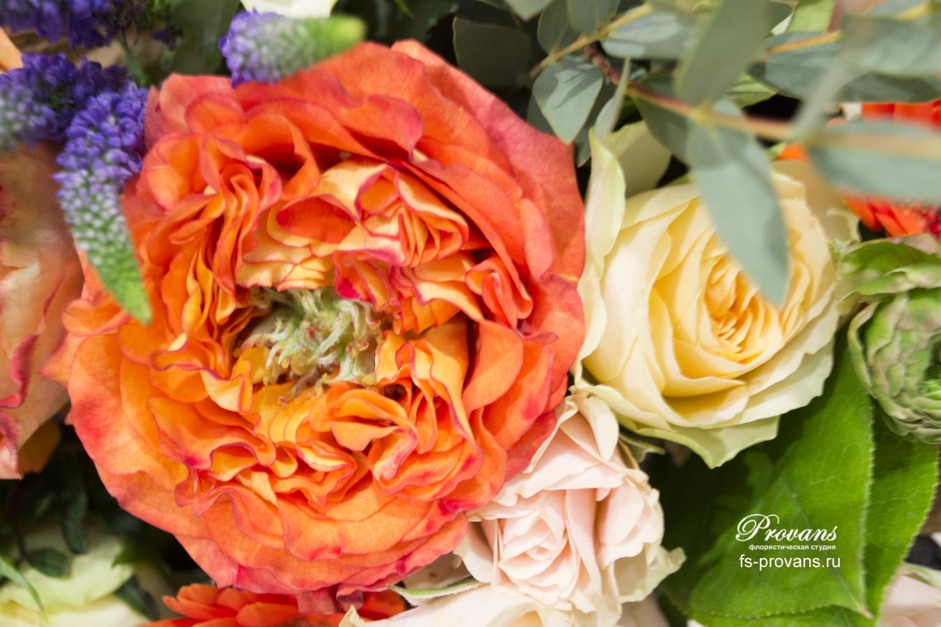 Букет на день рождения. Ягоды, амариллис, роза, гербера, анемон