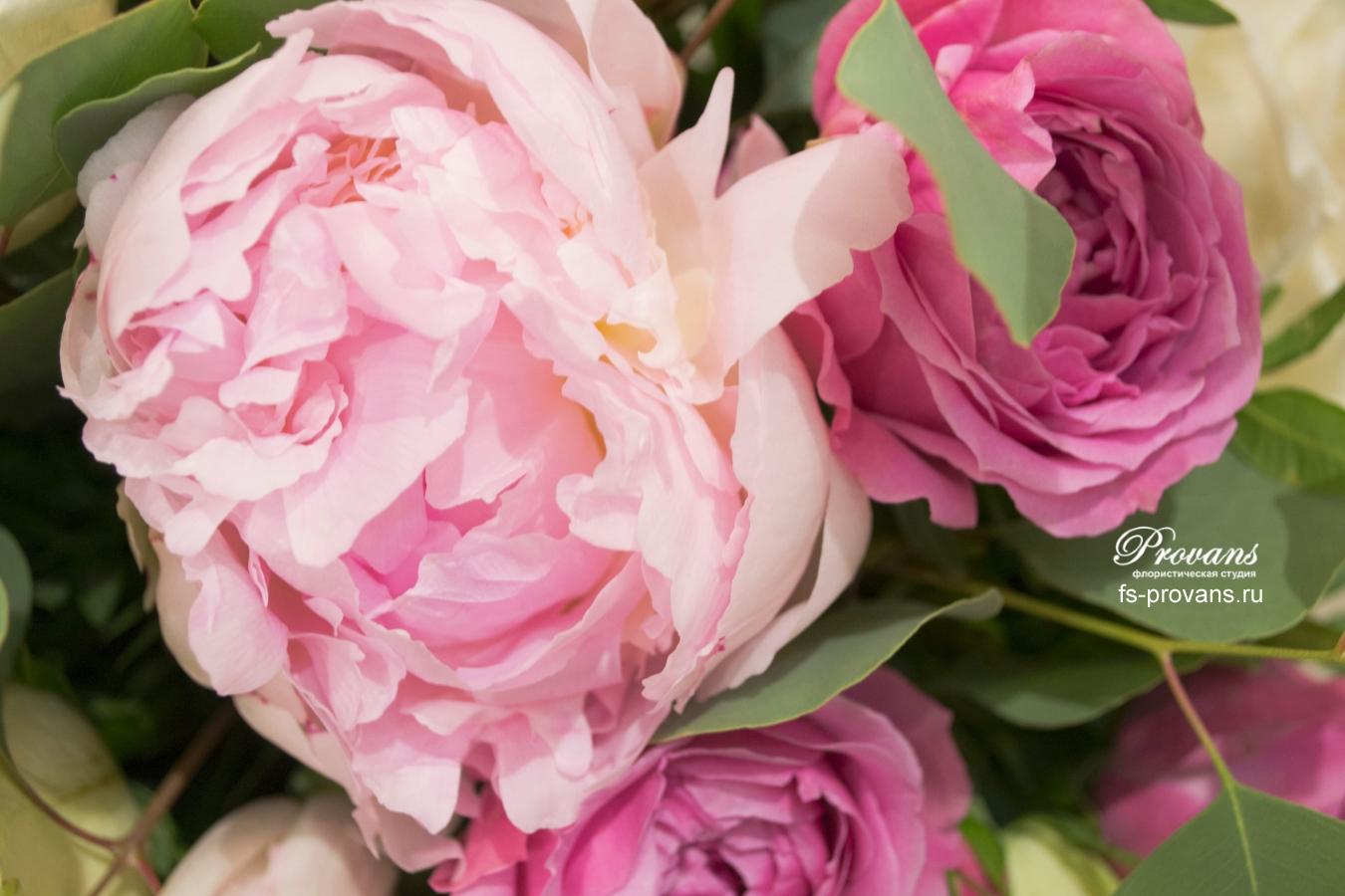 Букет на свадьбу. Тюльпаны, розы, пионы