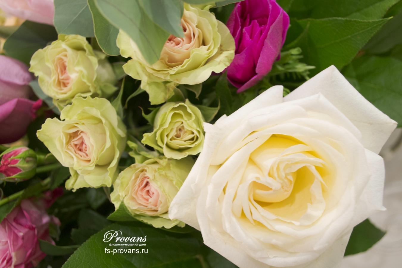 Букет на юбилей. Ароматные розы, пионы, анемоны