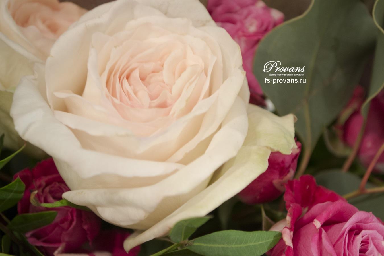 Цветы в коробке. Розы, анемоны, матиола, эустома