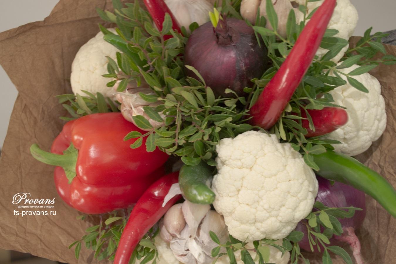 Букет из овощей. Капуста, перец, лук