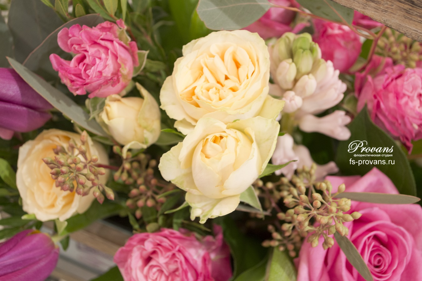 Цветы в ящике. Тюльпаны, розы, гиацинты