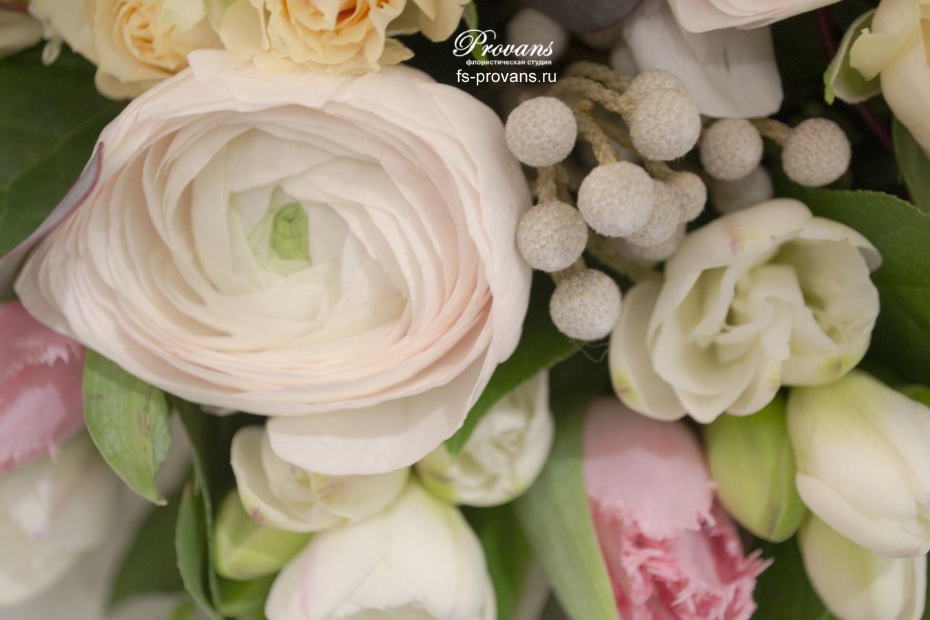 Букет на юбилей. Лютики, розы, тюльпаны
