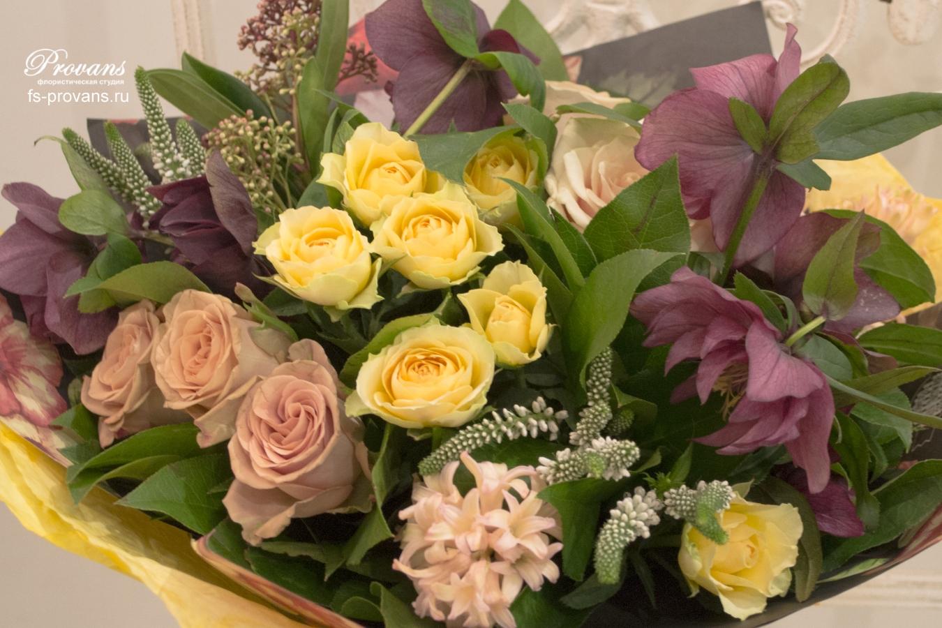 Букет на день рождения. Розы, хелеборус, гиацинты