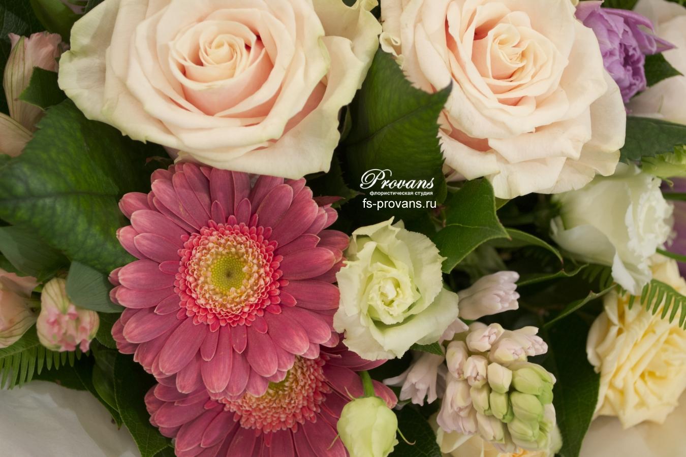 Букет на день рождения. Гербера, роза, эустома, гиацинт, лютики