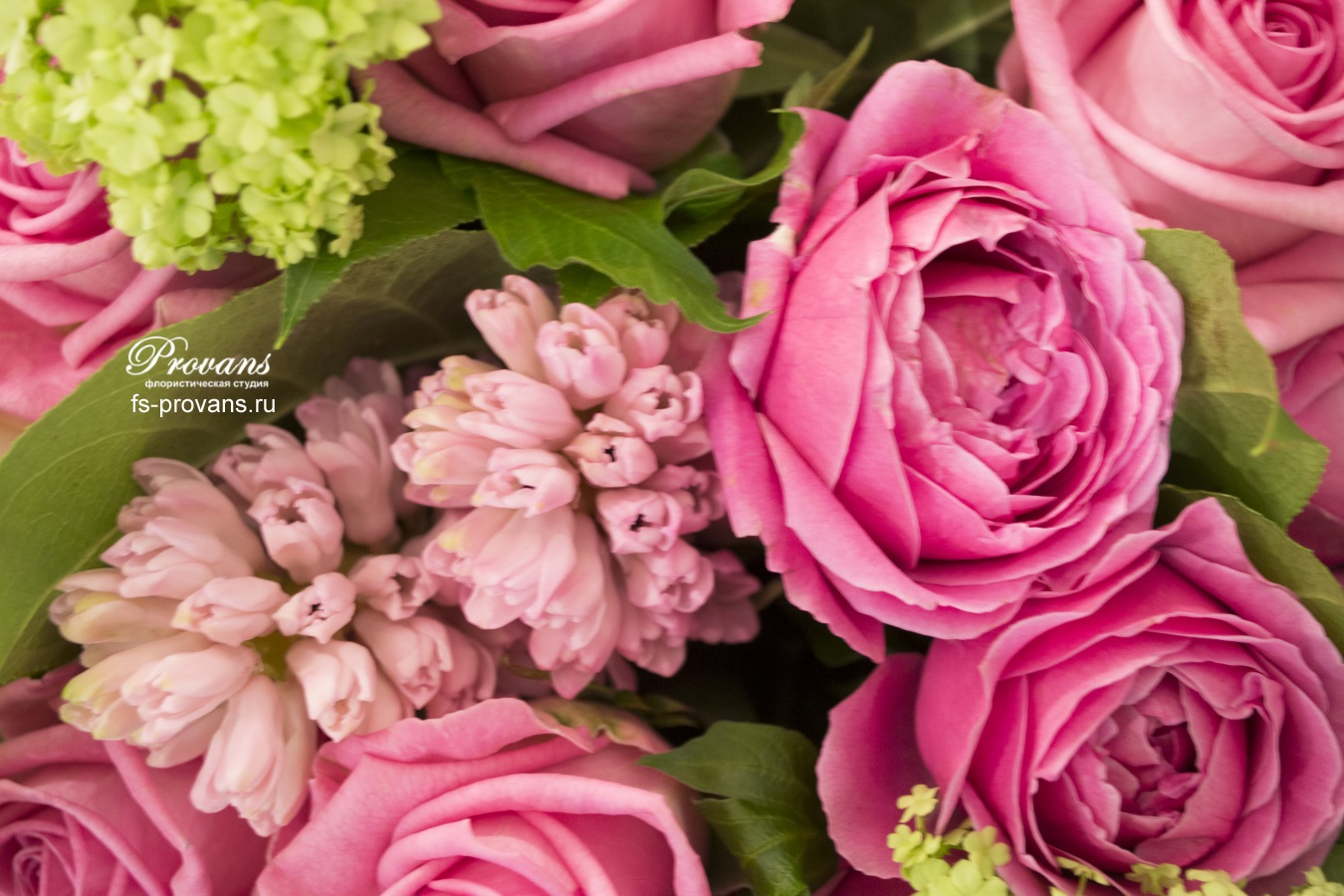 Букет на день рождения. Пионовидные розы, анемоны, гиацинты