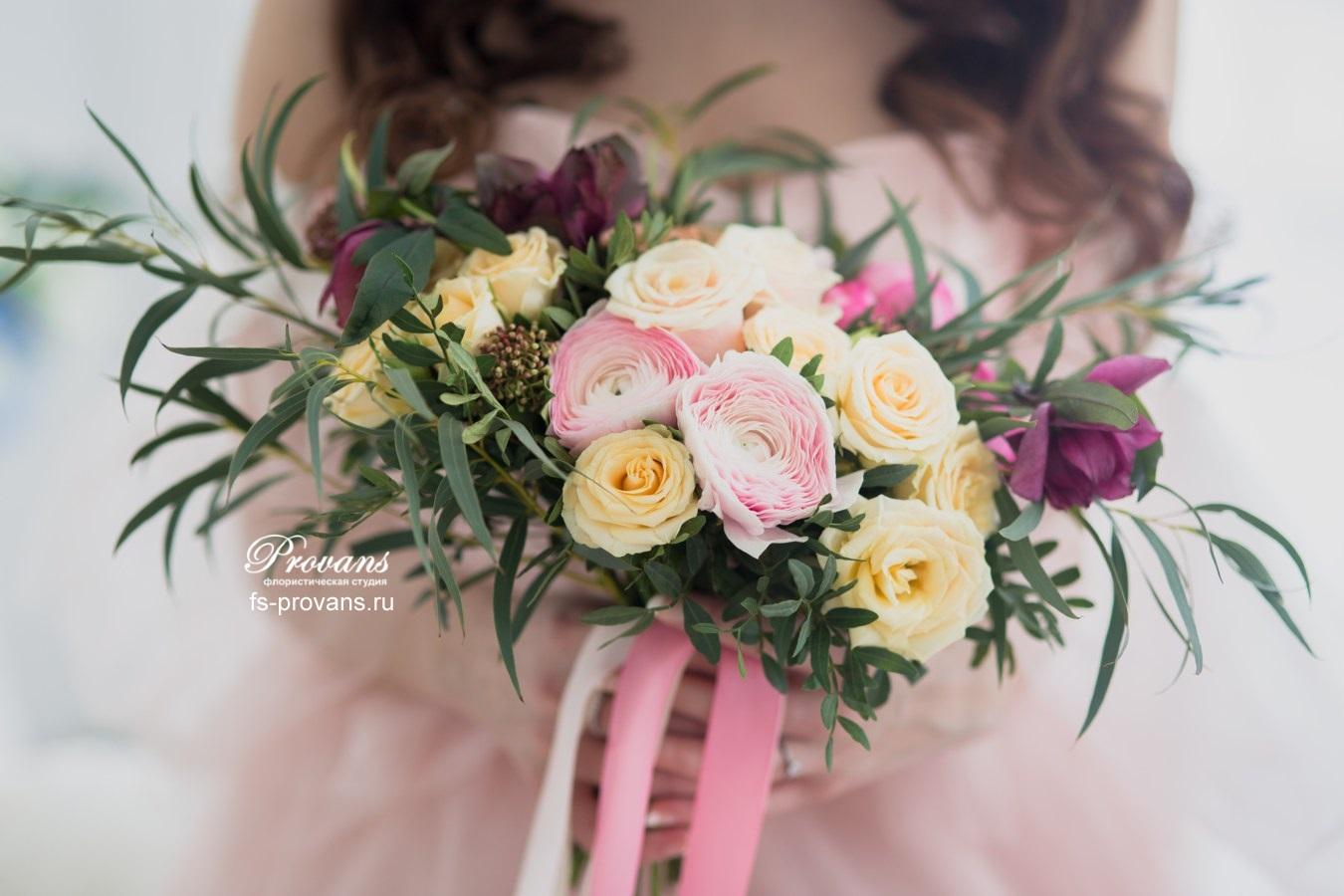 Букет невесты. Розы, лютики, хелеборус